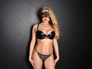 JuliannaSexx - Sexy live show with sex cam on XloveCam®