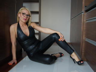 HotLORI - Show exciting with a lanky Lady over 35