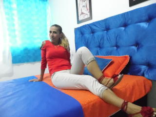 KrytalMature - Live cam nude with a sandy hair Lady over 35