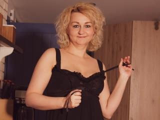 MiriamTRUE - online chat sex with this blond Mature