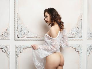 ArmiEri - Live cam sexy with this regular chest size Sexy girl