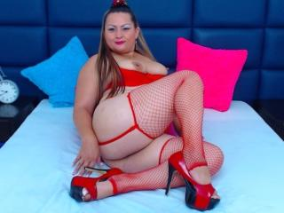 RoxyJenner - Show exciting with a latin Gorgeous lady