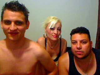 Foto del profilo sexy della modella FINALYTRIO, per uno show live webcam molto piccante!