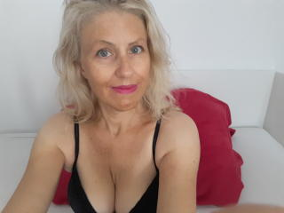 Photo de profil sexy du modèle AmazonThania, pour un live show webcam très hot !