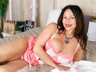 FloraSquirt - Webcam hard with a athletic build MILF