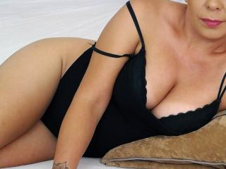 Photo de profil sexy du modèle Syllvie, pour un live show webcam très hot !