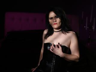 Photo de profil sexy du modèle UrTemptation, pour un live show webcam très hot !