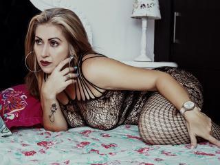 Bild på den sexiga profilen av ChanneLluv för en väldigt het liveshow i webbkameran!