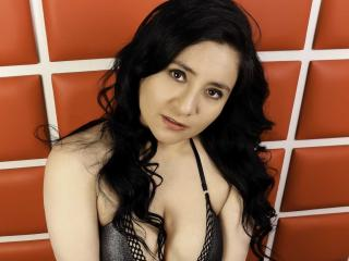 Photo de profil sexy du modèle MirelleFabre, pour un live show webcam très hot !