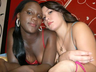 Picture of the sexy profile of LesbiBlondNBlack, for a very hot webcam live show !
