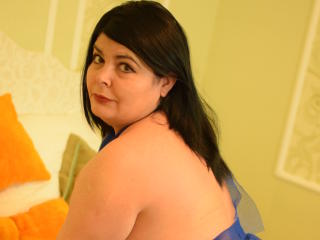 Photo de profil sexy du modèle SpicyShelly, pour un live show webcam très hot !