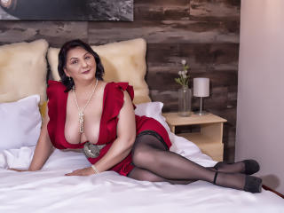 Photo de profil sexy du modèle MILFPandora, pour un live show webcam très hot !