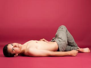 Photo de profil sexy du modèle HornyClay, pour un live show webcam très hot !