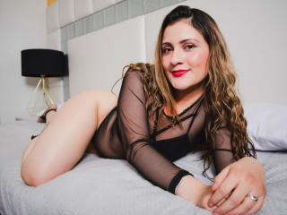 Photo de profil sexy du modèle GiovanellaPetty, pour un live show webcam très hot !