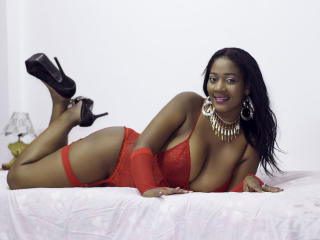 Photo de profil sexy du modèle NahomyBrownX, pour un live show webcam très hot !