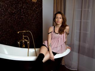 Photo de profil sexy du modèle DoloresShine, pour un live show webcam très hot !