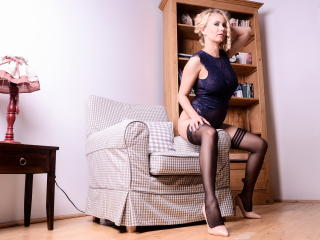 SandraHottest - Cam hot with this light-haired Sexy mother