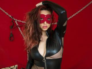 Photo de profil sexy du modèle BadAmbra, pour un live show webcam très hot !