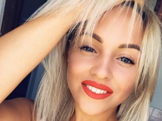 Foto de perfil sexy da modelo DaenerysF, para um live show muito quente!